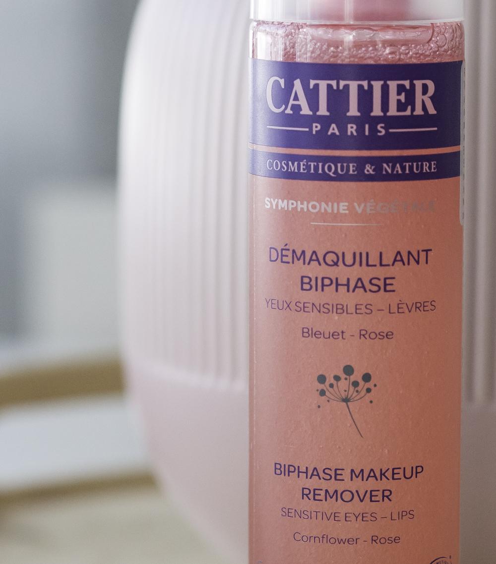 Cattierin kevätuutuus: bifaasinen meikinpoistoaine