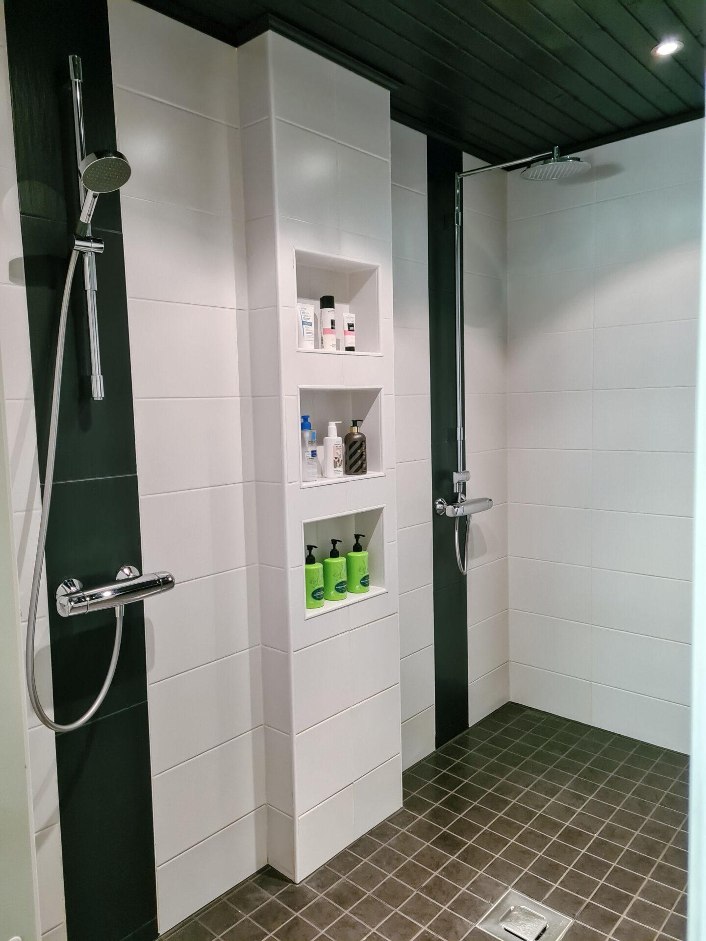 Kylpyhuoneen siivous ilman hinkkaamista!